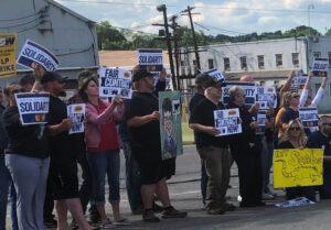 Miembros del sindicato del acero USW en huelga contra Allegheny Technologies Inc. y sus partidarios protestan en Washington, Pensilvania, el 22 de junio. Luchan contra ataques al sindicato, cortes en beneficios de jubilación y seguro médico.