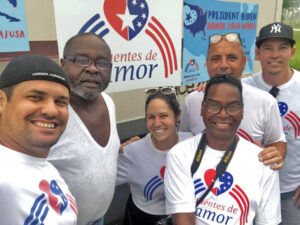Agricultor Willie Head (segundo de la izq.), habló sobre retos de agricultores negros con Carlos Lazo (segundo de la der.) y otros en caminata a Washington contra embargo de EE.UU. a Cuba.