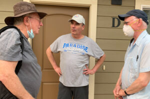 """""""I lost everything I valued in the Camp Fire,"""" Richard Reed told Jeff Powers, left, and Joel Britton, right, Socialist Workers Party candidate for State Assembly, in Paradise, California, Aug. 7. SWP campaigners are returning to visit with workers in area devastated by Dixie Fire."""