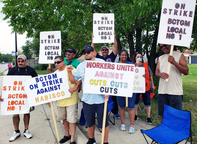 """Aug. 21 picket at Nabisco plant in Chicago, one of five on strike across U.S. """"We're not asking for anything new,"""" say strikers. """"We're fighting to hold on to what we've already won."""""""