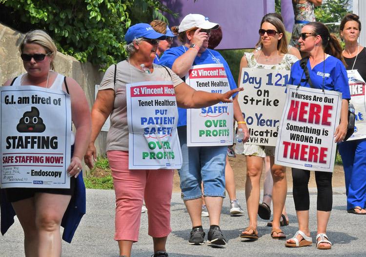 ¡Solidaridad con huelga de enfermeras!