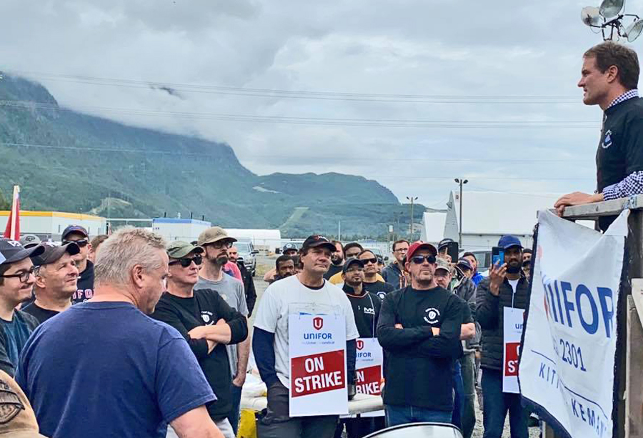 Members of Unifor Local 2301 on strike against Rio Tinto rally July 28 at company's aluminum smelter in Kitimat, British Columbia, protesting bosses' attacks on pensions, health care, safety.
