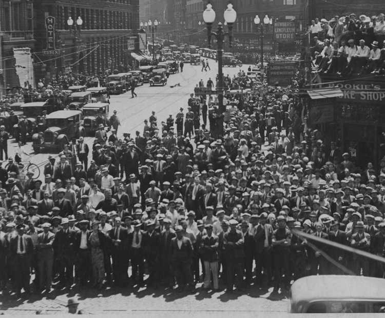 """Striking Teamsters rout attack by cops and bosses' thugs at Minneapolis market district May 21-22, 1934, known as """"Battle of Deputies Run."""" Led by a class-struggle leadership, workers learned to rely on themselves and their allies against the bosses and their government."""