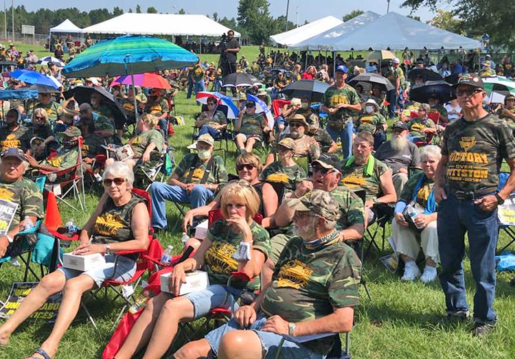 Más de 1,500 huelguistas mineros de Warrior Met y sus partidarios se manifestaron en apoyo de los huelguistas el 4 de agosto en Brookwood, Alabama. El 28 de julio cientos de mineros y otros trabajadores protestaron contra BlackRock, el principal accionista de Warrior Met.