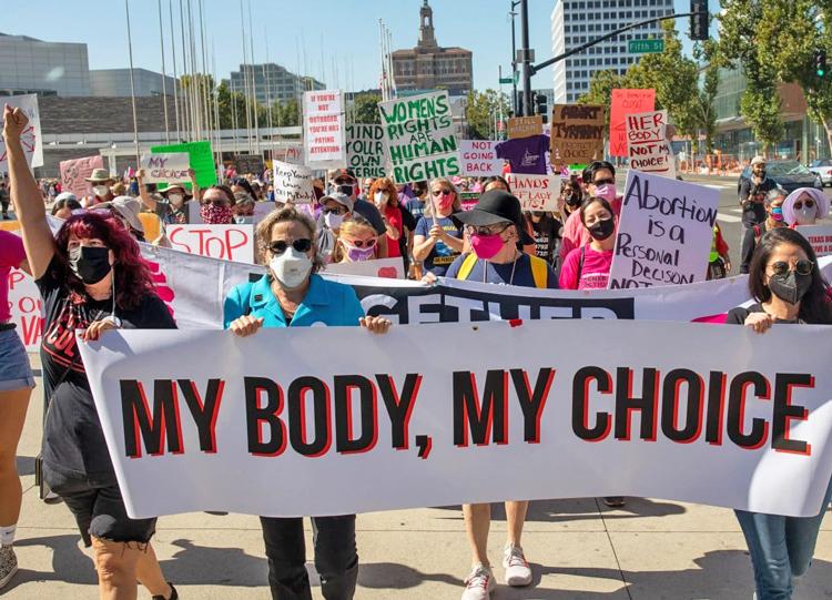 Marchan para defender el derecho a elegir un aborto