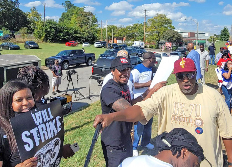 Mitin de apoyo a piquetes de unión BCTGM en planta Kellogg en Memphis, Tennessee, 13 de octubre. Luchan contra esfuerzos de patrones de establecer dos niveles de salarios y beneficios.