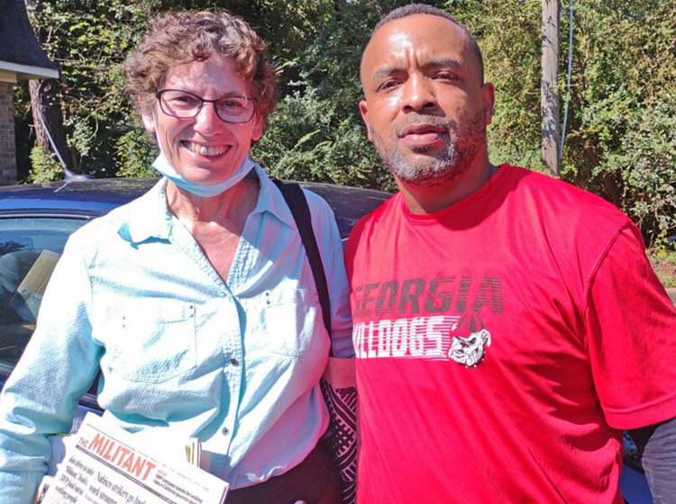 """Rachele Fruit, SWP candidate for Atlanta mayor, spoke to Anthony Gillis in Decatur Sept. 25. He got a subscription, said, """"We are not being heard. Everyone needs this information."""""""